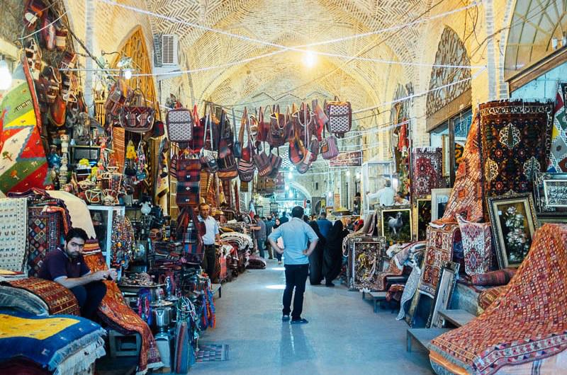 فروش فرش در بازار
