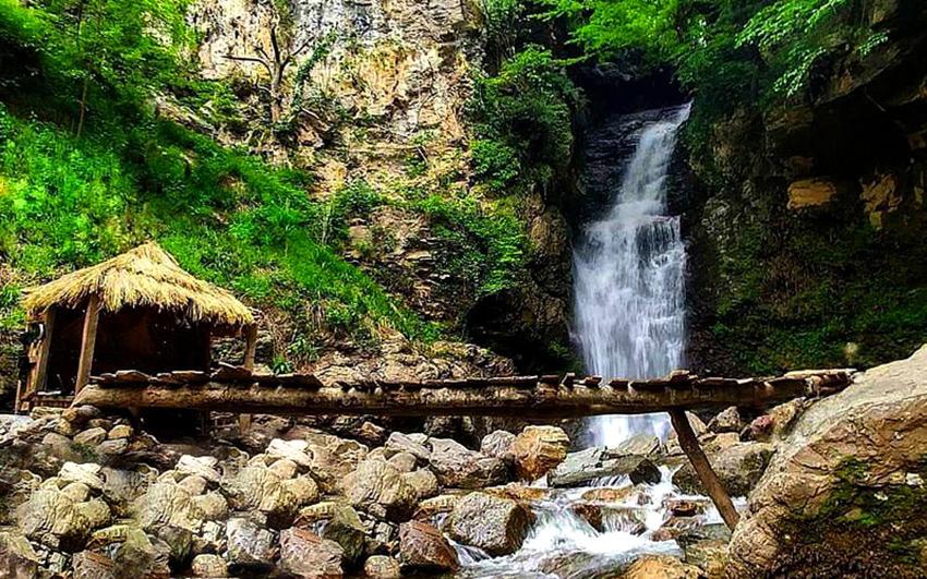 پل چوبی در آبشار دودوزن