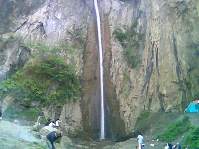آبشار در روستای زیارت در استان گلستان