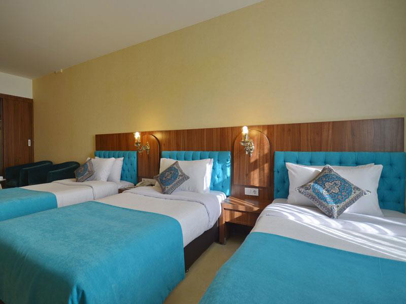 اتاق سه تخته هتل ارگ شیراز
