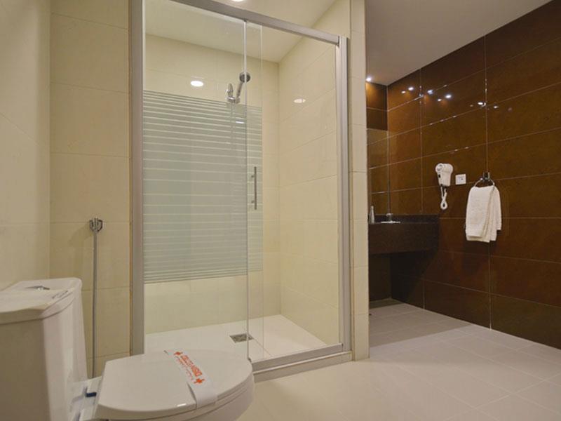 حمام در اتاقهای هتل ارگ
