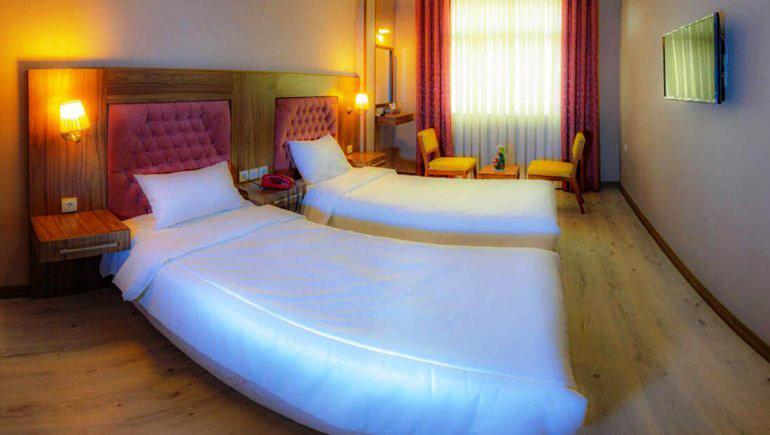 اتاق دو تخته تویین در هتل آریانا