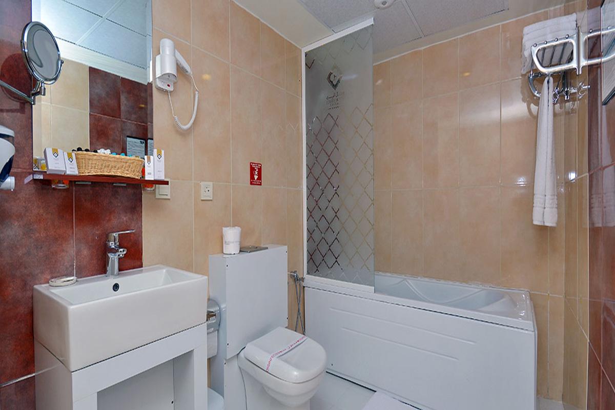 حمام اتاق یک تخته دو نفره هتل الیزه