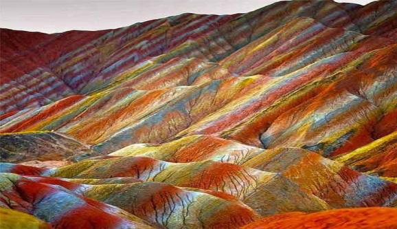 دره رنگین کمان در جزیره هرمز