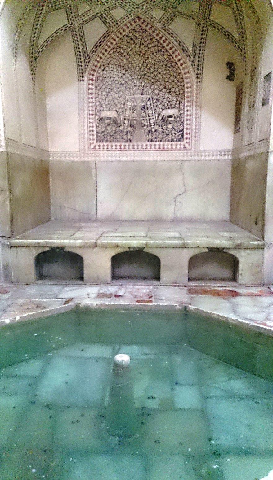 حمام در ارگ