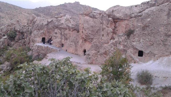 ورودی غار حسین کوه کن