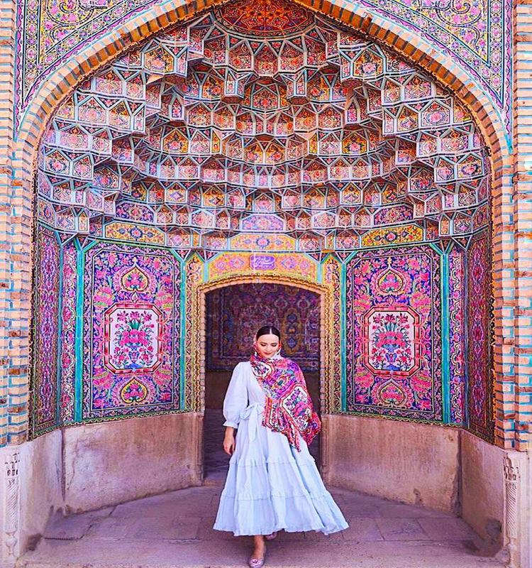 توریست در نصیرالملک شیراز