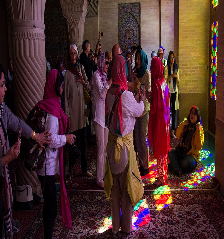 توریستها در مسجد نصیر الملک