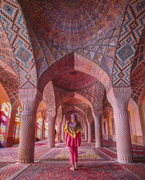 سرستون های این مسجد