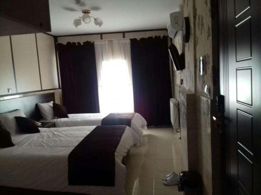 اتاق سه نفره هتل قوام