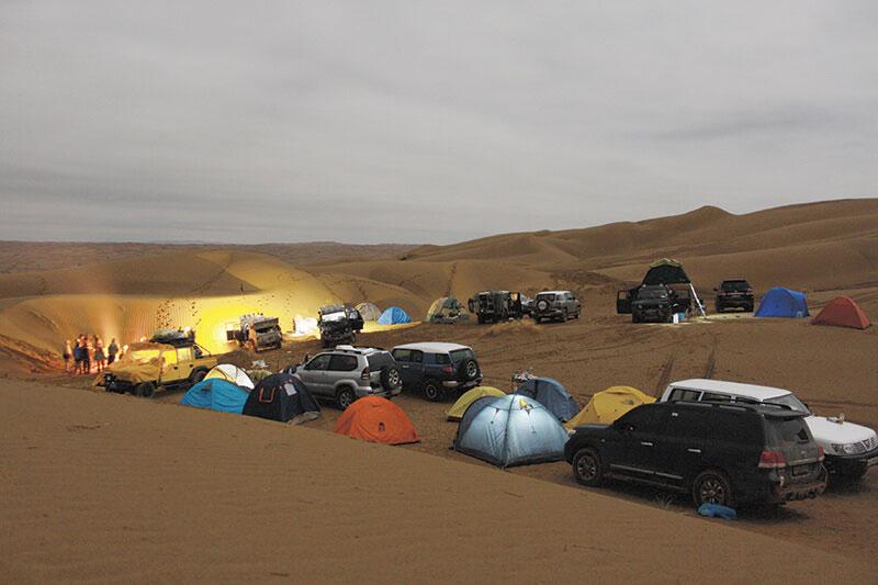 کمپ شبانه در کویر ریگ جن