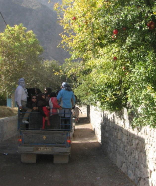 استفاده از نیسان برای رسیدن به آبشار شیوند