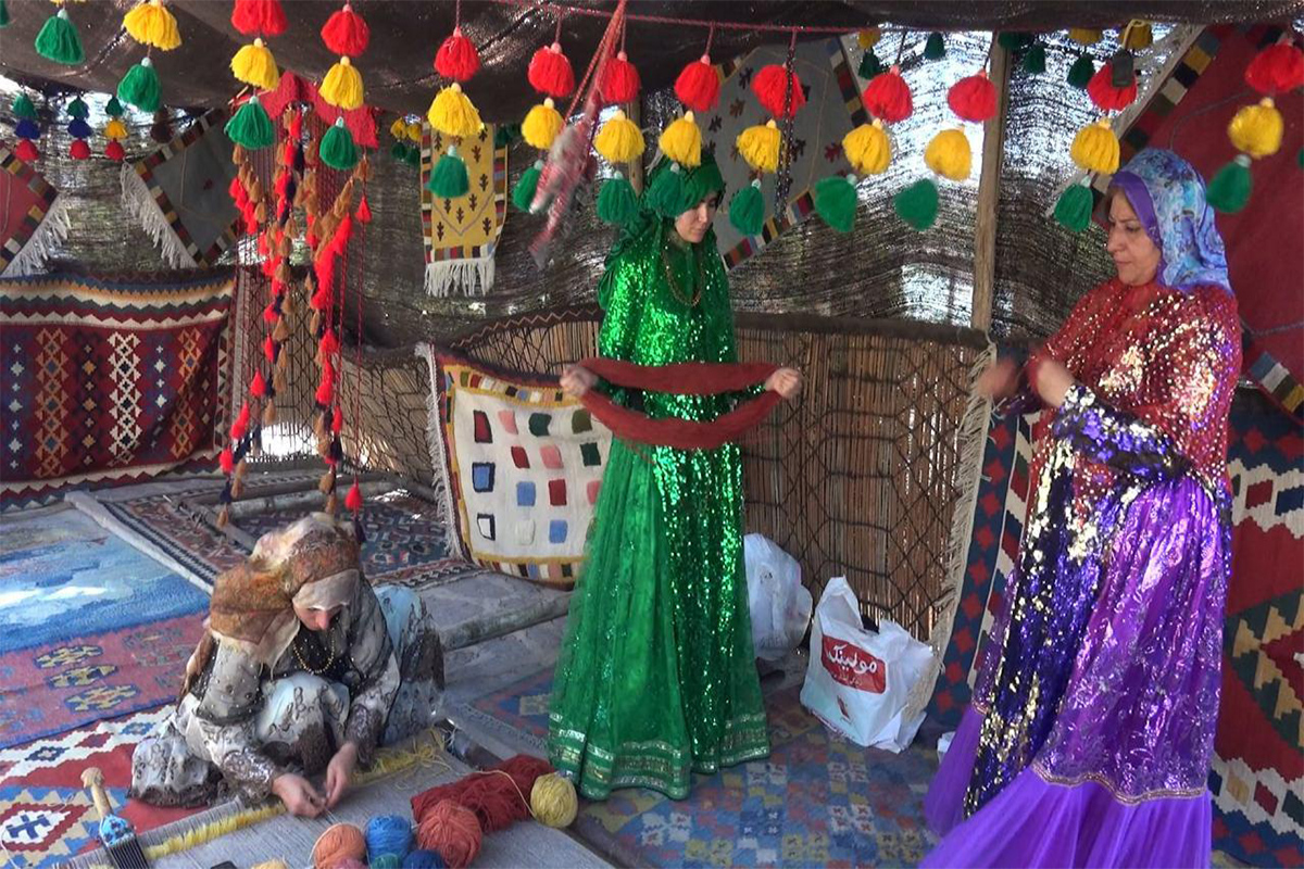 بازارچه صنایع دستی در دهکده صبا
