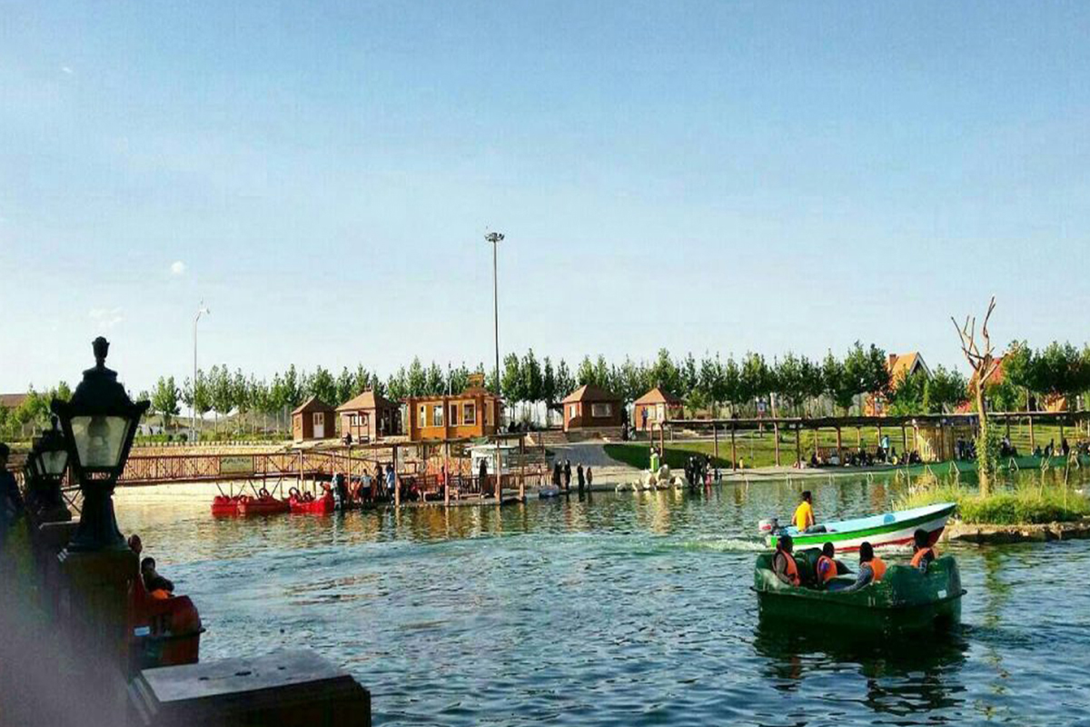 دریاچه دهکده صبا