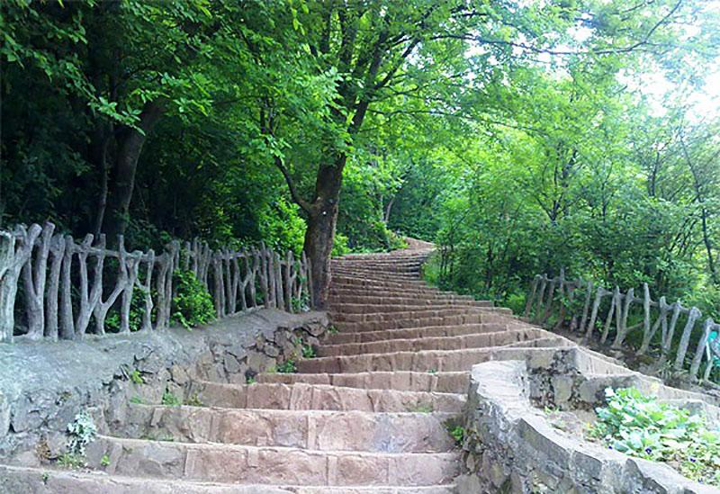 پله های شیطان کوه