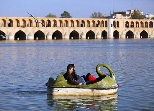 قایق سواری در سه و سه پل