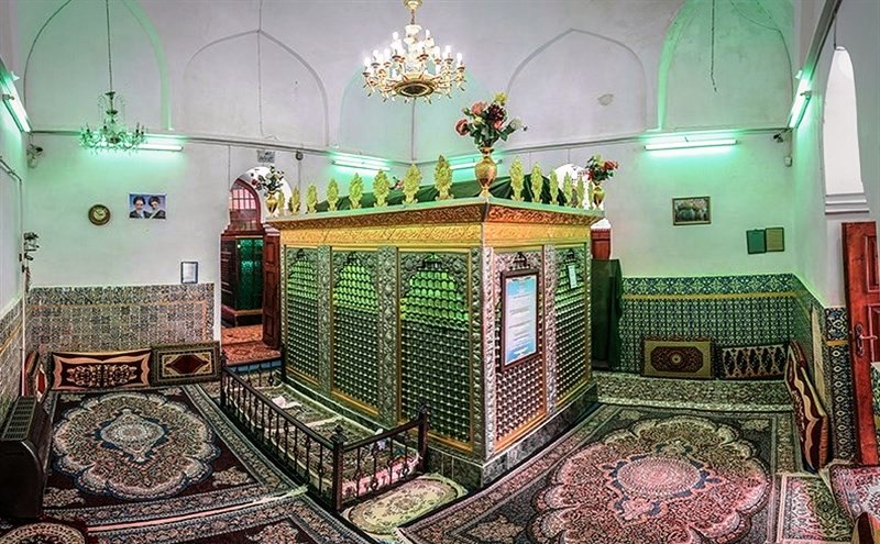 درون آرامگاه شیخ زاهد در لاهیجان