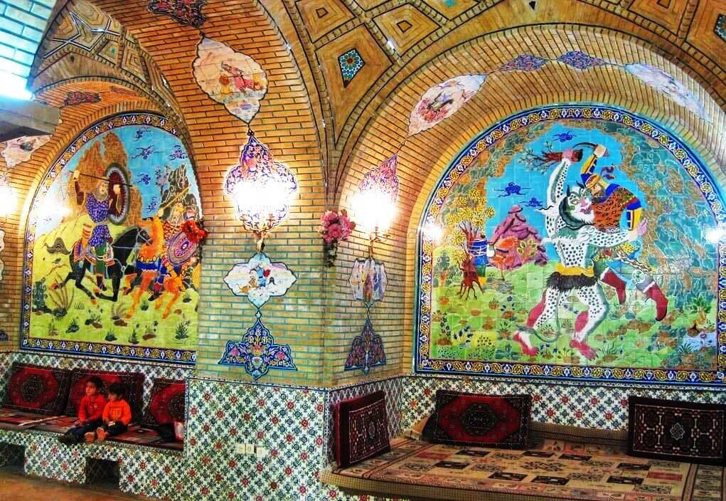 داستانهای شاهنامه بر روی دیوار قهوهخانه یاغ عفیف آباد