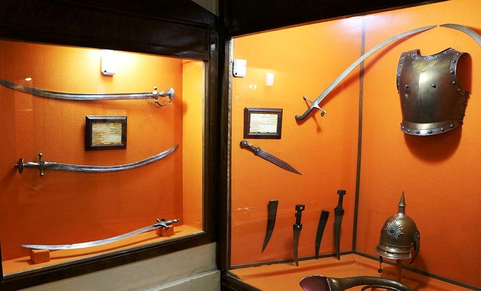 سلاحهای قدیمی در موزه عفیف آباد شیراز